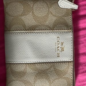 BRAND NEW NEVER USED BEFORE COACH WRISTLET